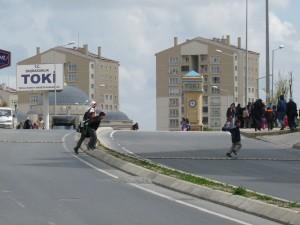 Les rues s'animent au moment de la sortie de l'école (E.A)